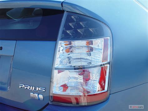 2005 prius led brake light rear light difference priuschat