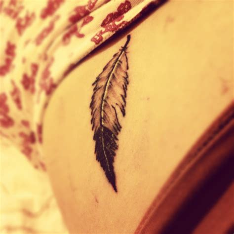 simple feather tattoo american feather tattoos archives seite 2 2