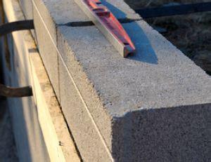 monter un muret en parpaing 5091 monter un mur en parpaing pratique fr