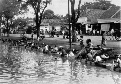 Pintu Ketjil Batavia Kota Tempo Doeloe la family indonesia tempo doeloe