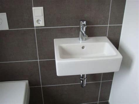 kleines waschbecken neben klo waschbecken ein neues haus