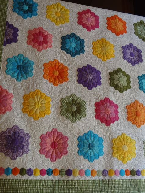 hexagon flower pattern quilt 724 best images about quilt inspiration on pinterest kid