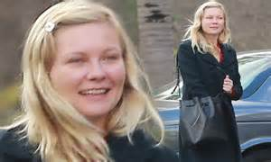 Ill What Shes Kirsten Dunst And Uberlube by Kirsten Dunst Goes Make Up Free As She Cuts A Retro Figure