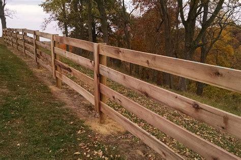 Bor Strauss wood plank fence diziwoods