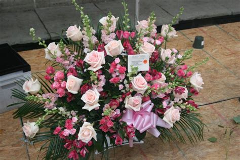 flowers suitable for new year choosing the appropriate funeral flowers golden years