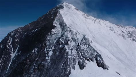 everest film nz everest takes audiences on terrifying journey to top of