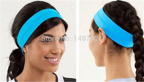Hair bands for women's online clothing catalogs