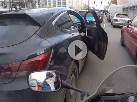 Lustige Motorrad Filme Videos by Ein Witzbold In M 252 Nchen Mit Der Autot 252 R Eingebremst