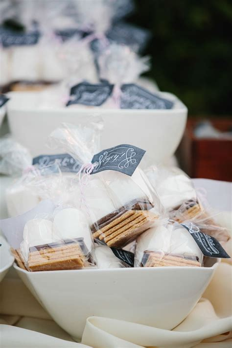 11 Super Creative Wedding Favor Ideas   MODwedding