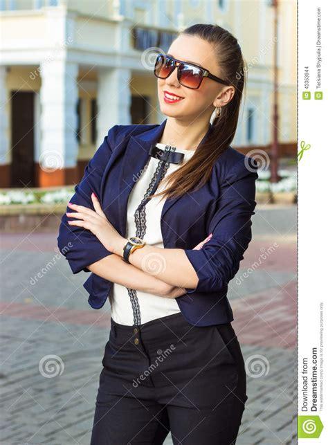 une femme fran aise the seductive style of books la heureuse fille dans le style d affaires est dans