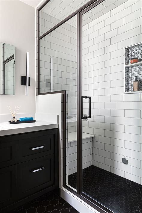 White And Black Tiles For Bathroom by Best 20 Black White Bathrooms Ideas On City