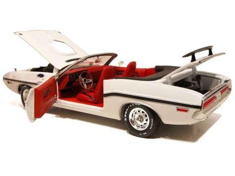 Greenlight 1970 Dodge Challenger R T White dodge challenger r t cabriolet 1970 greenlight 1 18 autos miniatures tacot