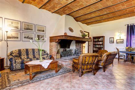 sala camini sala camino toscano agriturismo villa panorama