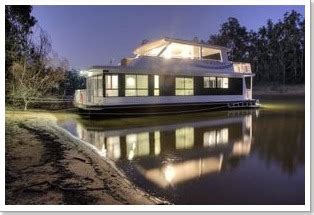 boat house accommodation echuca moama houseboats echuca moama accommodation
