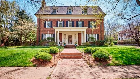 classic home brick 6 bedroom in wilmington philadelphia