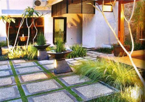 desain taman bunga depan rumah 99 desain taman minimalis lahan sempit depan belakang