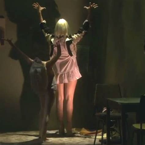 sia chandelier performance sia performs live version of chandelier on us