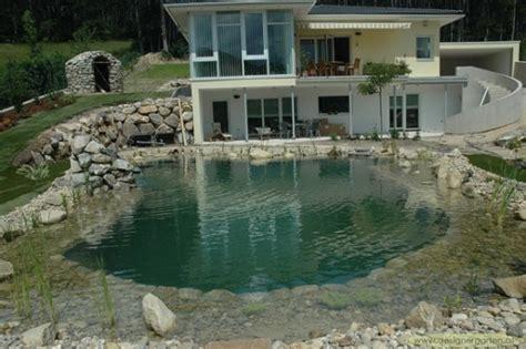 Schwimmteich Mit Fischen by Einen Schwimmteich Im Garten Anlegen