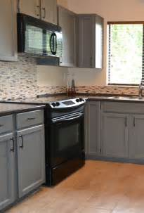 Painted Kitchen Cabinets With Black Appliances Best 25 Kitchen Black Appliances Ideas On Black Appliances Kitchen Carpet And