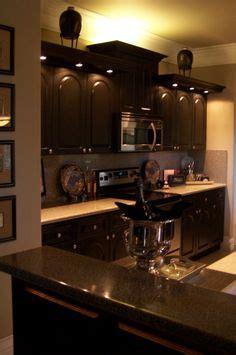 cherry cabinets black molding black crown molding kitchen on pinterest crown moldings kitchen cabinets