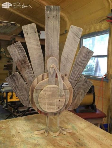 pallet craft projects 15 terrific pallet thanksgiving craft ideas 1001 pallets