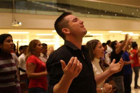 imagenes de la familia rezando no s 243 lo rezando se saldr 225 de las adicciones la gente