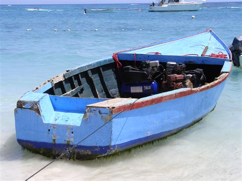 poor boat file dominican republic poor fishing boat jpg wikimedia