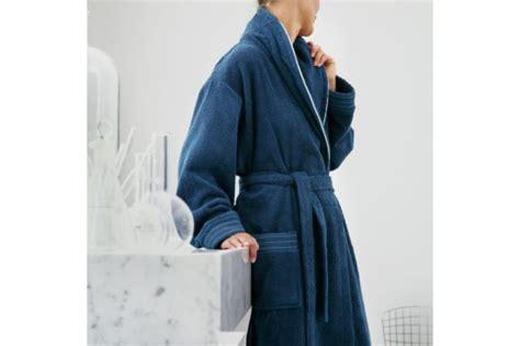 peignoir de bain descs 1092 serviette de toilette et peignoir sir navy de blanc des vosges