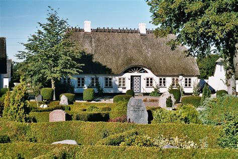 House Plans For A View file ullerup thatched roof house jpg wikimedia commons