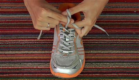 tutorial mengikat tali sepatu cantik cara mengikat tali sepatu dengan cepat mudah dan praktis