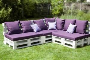 superior Meuble Jardin En Palette #2: canape-en-palette-de-couleur-violet-fabriquer-des-meubles-avec-des-palettes-salon-de-jardin-en-palette.jpg