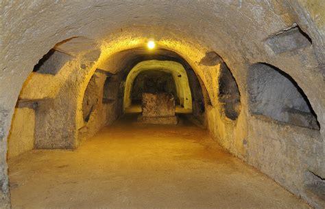 librerie cattoliche gli autori cattolici si nascondono nelle catacombe