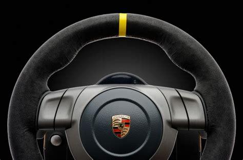 volante porsche fanatec presenta il nuovo volante porsche 911 gt3 rs v2
