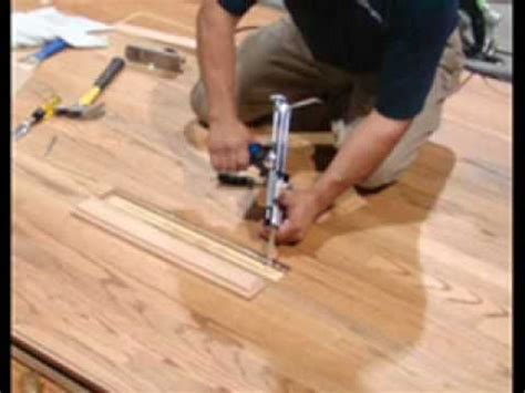 remove and replace hardwood floor board for the home