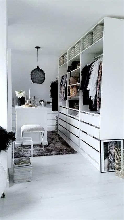ikea schlafzimmer schrank ideen ikea pax ankleidezimmer inspiration weiss minimalistisch