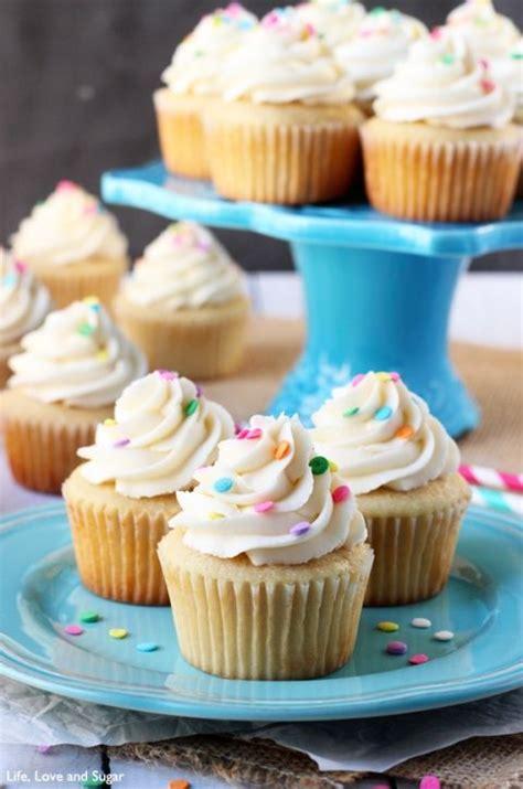 Teh Vanila Ekstrak moist and fluffy vanilla cupcakes