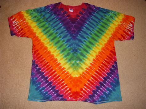 2x v design tie dye tshirt