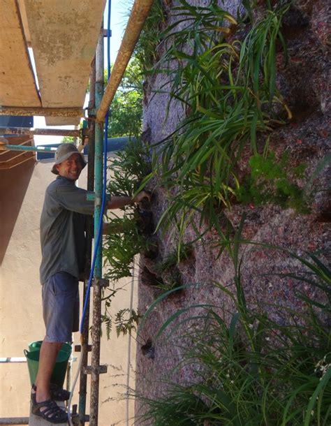 ein vertikaler garten selber bauen schritt f 252 r schritt
