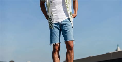 Ways To Look In Shorts by 7 Ways To Style Denim Shorts This Summer The Idle