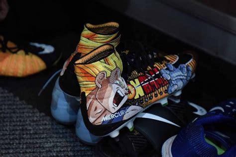 Sepatu Anime unik pemain bola kini ramai ramai pakai sepatu anime