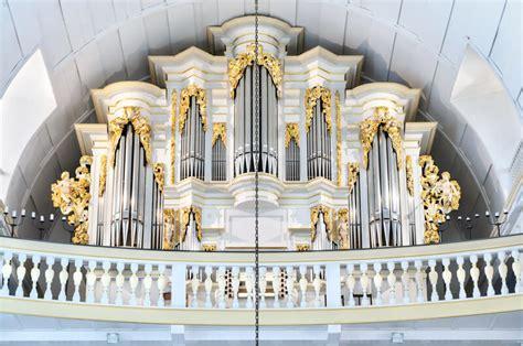 kredenz kirche kirchen merkmale unterscheidungen architekturformen