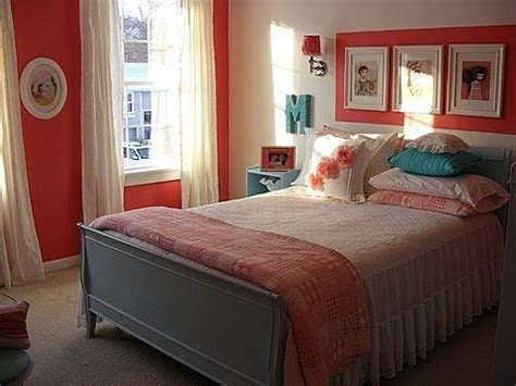 coral bedroom walls same colors but light aqua turquoise on the walls and