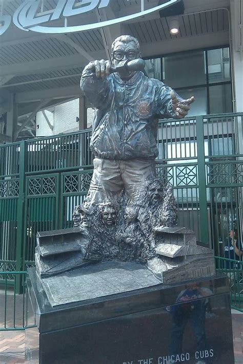 dead and company verified fan statue at wrigley field