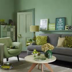 By using a range of tones in this living room it prevents clashes and