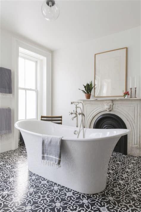 kleine badezimmer upgrades klassisches badezimmer mit sch 246 nen gemusterten fliesen