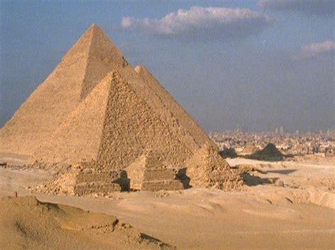 destination: egypt, pyramids