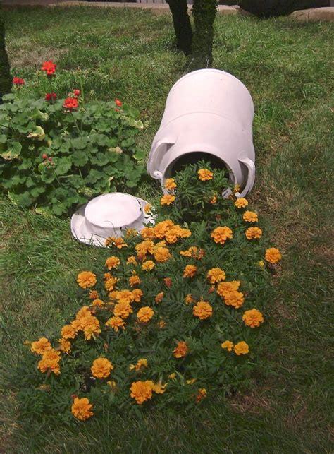vasi di fiori in giardino un vaso di fiori originale in giardino 13 fantastiche