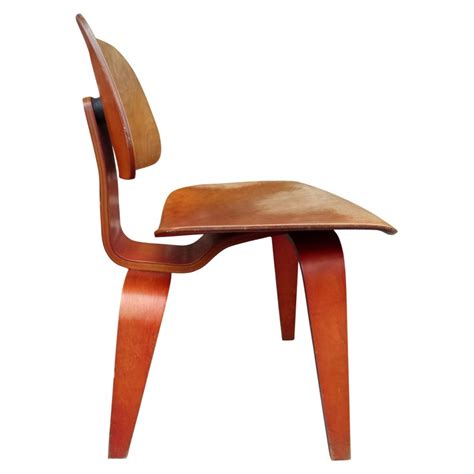 Chaise Lcw Eames by Chaise Lcw En Bois Charles Eames 1948 Design Market