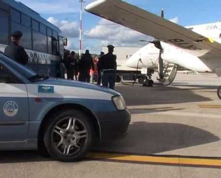 questura di aosta ufficio immigrazione polizia rimpatria albanese scarcerato umbria ansa it