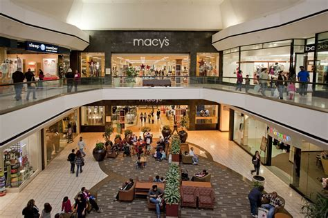 new year singapore malls closed credit suisse forecasts closure of a quarter of us malls